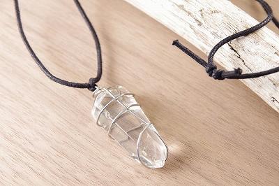 ワイヤー巻きペンダント・水晶