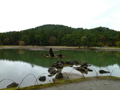 極楽をイメージしたといわれる池-毛越寺